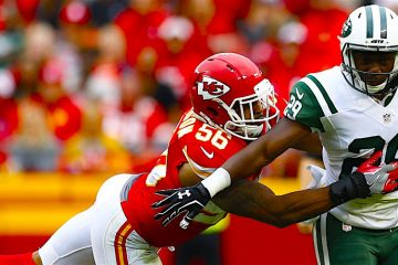 Partido de New York Jets player Rontez Miles (R) contra Kansas City Chiefs player Charcandrick West (L). EFE/EPA/LARRY W. SMITH