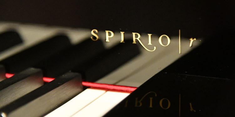 Guests-at-Steinway-Sons-Unveils-Spirio-r-Launch-With-Jon-Batiste-Performance-In-New-York-750x375 STEINWAY & SONS PRESENTA SPIRIO I R