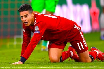 James Rodríguez del Bayern reacciona ante el Liverpool durante un partido de octavos de final de la Liga de Campeones UEFA, entre el Bayern Munich y el Liverpool FC, en el estadio Allianz Arena de Munich (Alemania). EFE