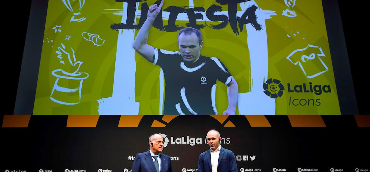 Tokyo (Japan), 22/07/2019.- Japanese soccer club Vissel Kobe's Spanish midfielder Andres Iniesta (R) speaks next to President of the Spanish soccer league LaLiga Javier Tebas during a presentation of LaLiga Icons in Tokyo, Japan, 22 July 2019. Iniesta, former FC Barcelona player, became the second LaLiga Icons ambassador. LaLiga Icons is a project by Spanish soccer league LaLiga to praise the most honorable players for achievement in Spanish soccer, with the aim of promoting LaLiga and its value globally throughout social media. (Japón, Tokio) EFE/EPA/KIYOSHI OTA