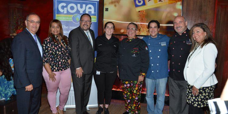 William Colón; Chef Carolina Luis; Bob Unanue, Presidente de Goya Foods, Inc.; Chef Ashley Morris; Chef Juancho Ortiz; Chef Fernando Desa; Chef Adolfo Perret; Chef Amalia Moreno.