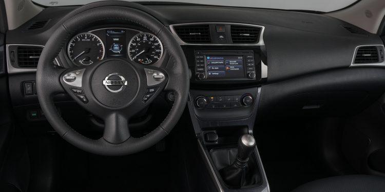 2017_Nissan_Sentra_SR_Turbo_10-750x375 Nissan Sentra Turbo SR del 2017