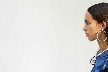 ET02 PARIS (FRANCIA) 27/09/2016.- Una modelo luce una creación de la colección primavera/vera de la diseñadora holandesa Liselore Frowijn durante la Semana de la Moda de París (Francia) hoy, 27 de septiembre de 2016. EFE/Etienne Laurent