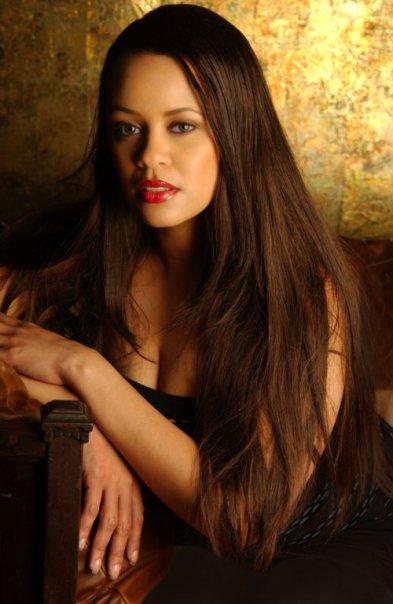 Marie-Llanos-4-1024x683 Marie Llanos: glamour en cada paso de la pasarela