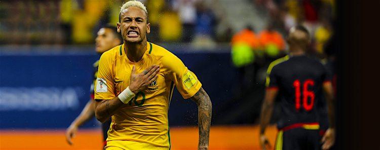 El jugador Neymar de Brasil celebra la anotación de un gol ante Colombia, durante un encuentro clasificatorio para Rusia 2018 entre Brasil y Colombia en Manaos (Brasil). EFE/ANTONIO LACERDA