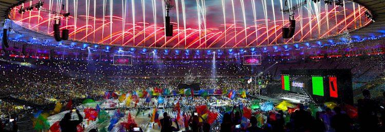 Fotografía de fuegos artificiales en la ceremonia de clausura de los Juegos Paralímpicos Río 2016 el domingo 18 de septiembre de 2016, en el estadio de Maracaná en Río de Janeiro (Brasil). EFE/Antonio Lacerda