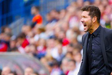 El entrenador del Atlético de Madrid, Diego Simeone, en su partido ante el Sporting de Gijón, de la cuarta jornada de liga en Primera División que se disputo en el estadio Vicente Calderón. EFE/Zipi