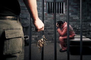 En su mayor parte los delitos cometidos por extranjeros, según el informe, son fraudes y falsificaciones, robos y delitos contra la libertad individual. (Dreamstime)