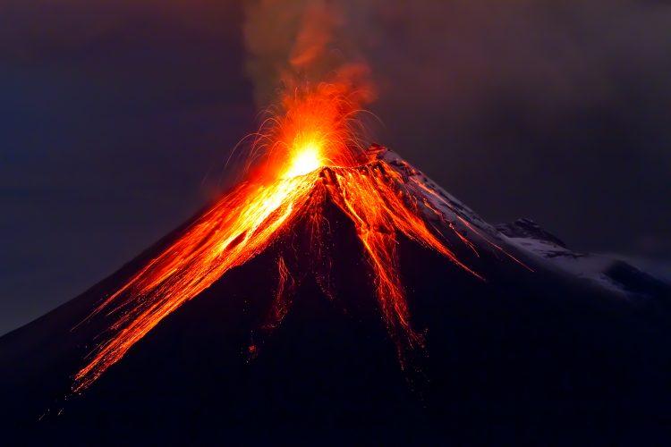 Las erupciones que han ocurrido hasta el momento se registraron a las 2.33 (8.33 GMT), 11.32 (17.32 GTM), 14.37 (20.37 GMT), 15.34 (21.34 GMT) y 16.06 (22.06 GMT), las más potente de ellas generó una pluma de ceniza de hasta 4.000 metros sobre el cráter, según el Observatorio Vulcanológico y Sismológico de Costa Rica (Ovsicori). (Dreamstime)