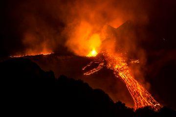 El organismo mantiene una vigilancia en la zona para conocer la evolución de la erupción del cono, de 3.763 metros sobre el nivel del mar. (Dreamstime)