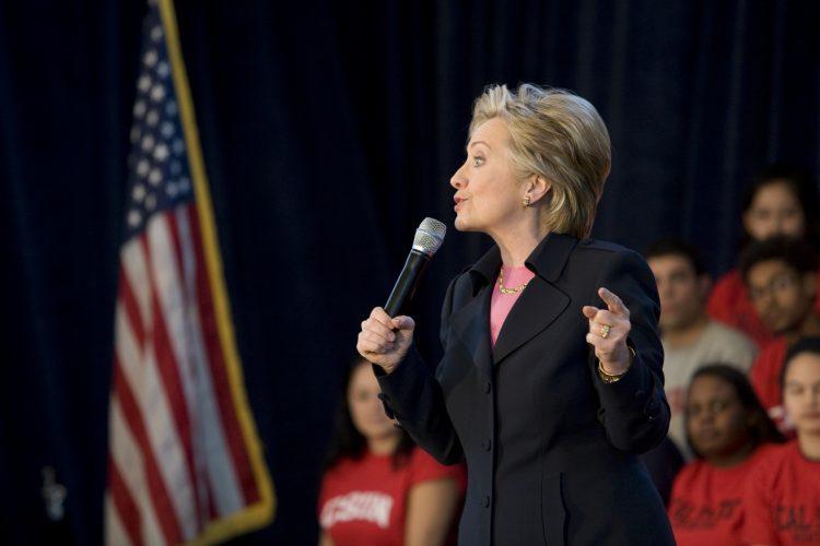 """""""Defender a familias y a niños ha sido el trabajo de su vida"""", asegura el anuncio sobre Hillary Clinton. (Dreamstime)"""