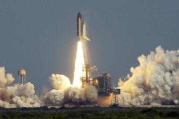 Cohete despegando de Cabo canaveral