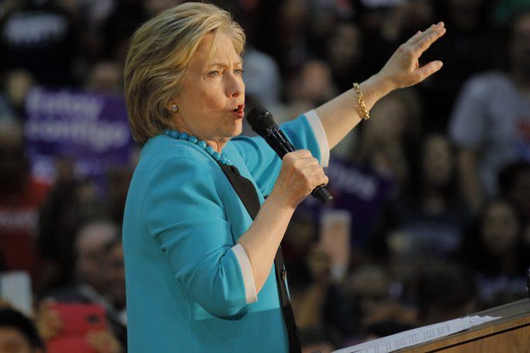 Hillary Clinton planea realizar iniciativa para evitar que medicamentos suban de precio