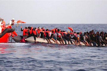 Rescatan a 2.200 personas