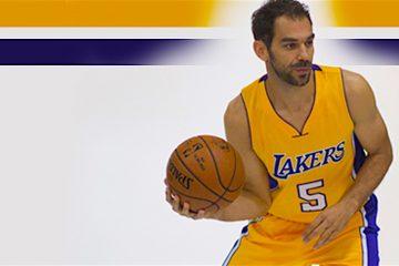 """José Manuel Calderón, base español de Los Angeles Lakers, se mostró, ilusionado con su fichaje por el equipo californiano y calificó esta nueva etapa como """"un reto importante"""" en su carrera, durante la jornada de atención a los medios locales previa al arranque de la pretemporada en Los Ángeles (EE.UU.). EFE/ARMANDO ARORIZO"""