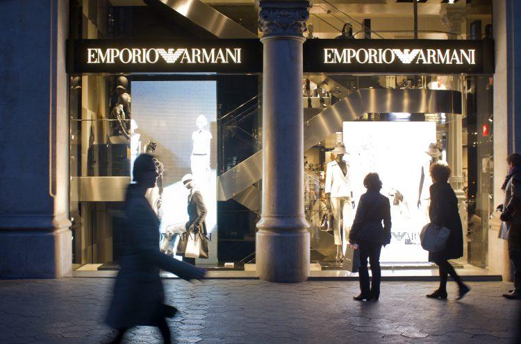 """Emporio Armani es la tercera línea del italiano después de Giorgio Armani, marca de """"prêt-à-porter"""" de lujo fundada en 1975, y de Giorgio Armani Privé, colección de alta costura lanzada en 2005. (Dreamstime)"""