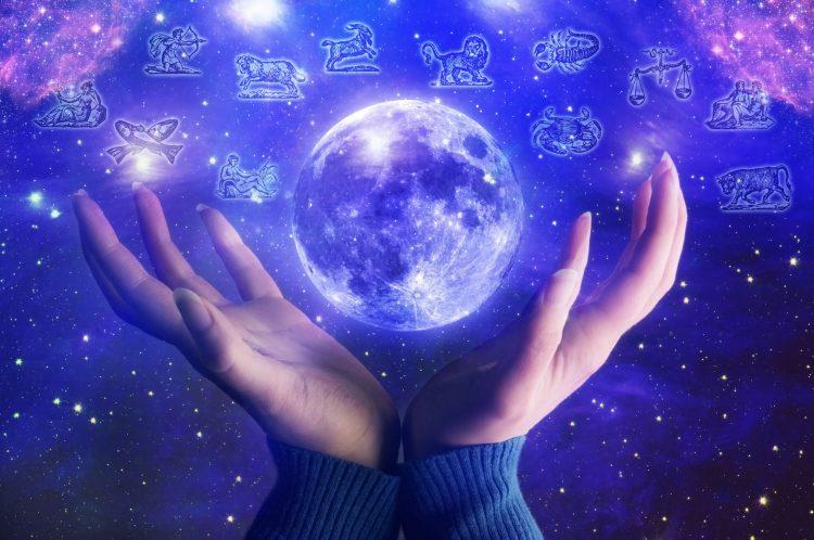 Horoscopo de hoy. Lea todas la semanas el Horóscopo del Tarot, con el mejor y más positivo consejos para su signo zodiacal. (Dreamstime)