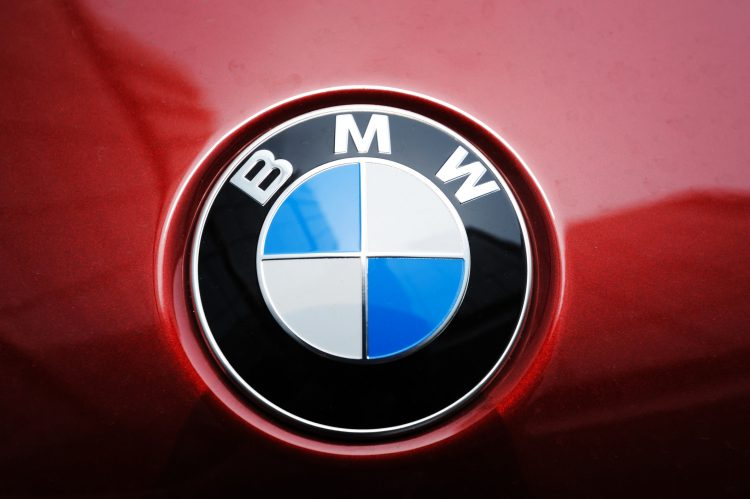 El fabricante alemán BMW llamará a revisión unos 154.000 vehículos en Estados Unidos y Canadá para solucionar un defecto que puede producir la pérdida de combustible y la parada inesperada del motor. (Dreasmtime)