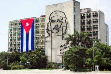 Al acto en Vallegrande, situado 779 kilómetros al sureste de La Paz, asistieron las autoridades que participaron en la IV Reunión de Ministros de Cultura de la Comunidad de Estados Latinoamericanos y Caribeños (Celac), entre ellos el ministro cubano Abel Prieto. (Dreamstime)
