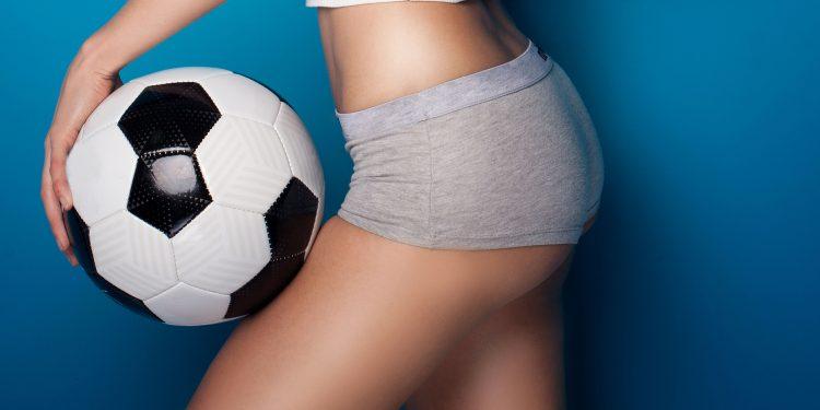 dreamstime_m_71479145-750x375 Tina, ¡Sexy y juguetona!