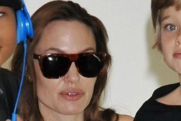 Angelina Jolie (C) y sus hijos Shiloh (L) (EFE)
