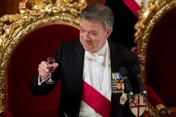 Santos cerró en la capital norirlandesa su viaje de Estado de tres días al Reino Unido, el primero de un mandatario colombiano y que ha realiza acompañado de su esposa, María Clemencia Rodríguez de Santos, a invitación de la reina Isabel II. (EFFE)