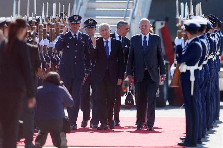 El primer acercamiento entre ambos gobernantes se dio durante la toma del mando presidencial en Perú, el pasado 28 de julio, y luego se produjo otro encuentro en septiembre, en la reunión de la Alianza del Pacífico celebrada en la localidad chilena de Puerto Varas. (Dreamstime)