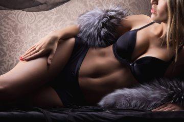 """Para reunir las piezas de la muestra, que estará abierta hasta el 6 de diciembre en los espacios públicos del hotel Sagamore, una de las perlas del Art Deco de Miami Beach, la historiadora entró en los archivos de once prestigiosas marcas de lencería francesa como Aubade, Barbara o Lou para rescatar estos """"tesoros"""". (Dreamstime)"""