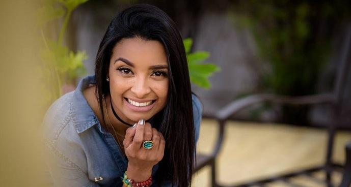 """""""Lo que nos conecta y nos hace lograr relaciones interpersonales exitosas es la manera en la que nos relacionamos con los demás""""… Karen Espinal (Amaury Espinal)"""