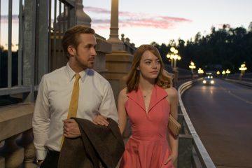 LA LA LAND cuenta la historia de Mia [Emma Stone], una aspirante a actriz, y Sebastian [Ryan Gosling], un músico de jazz dedicado, que están luchando para llegar a fin de mes en una ciudad (Josh Grijalva, Publicist)