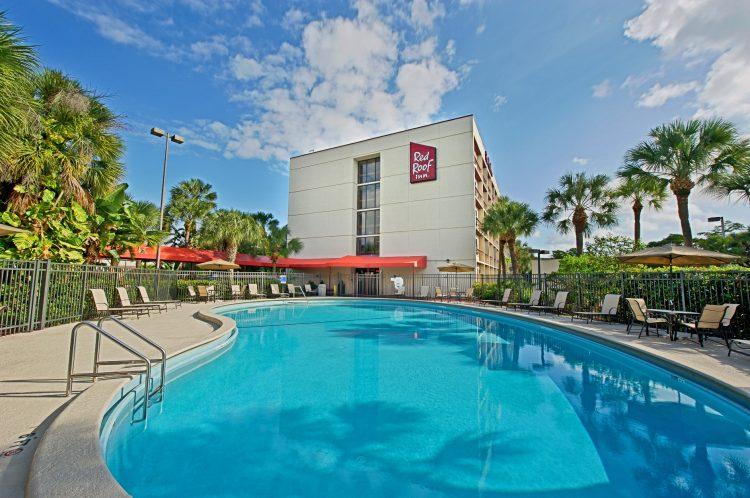 No se pierda las mejores ofertas, celebraciones y fiestas del Red Roof Miami.