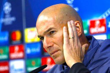 El técnico francés del Real Madrid, Zinedine Zidane, durante la rueda de prensa posterior al entrenamiento realizado  en la Ciudad Deportiva de Valdebebas, previo al partido de la sexta jornada de la fase de grupos de la Liga de Campeones que el conjunto blanco disputa ante el Borussia Dortmund mañana miércoles en el estadio Santiago Bernabéu. EFE/Sergio Barrenechea