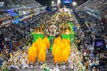 De enero a marzo, esta festividad agrupa a miles de participantes que se disfrazan de personajes históricos o imaginarios que desfilan al son del calipso. (Dreamstime)