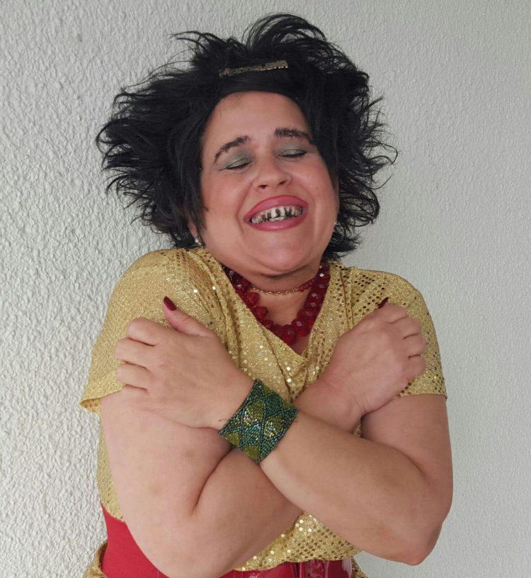 """MAGDALENA """"LA PELÚA"""" REGRESA A LA PANTALLA CHICA, MODERNIZADA Y CON CELULAR EN MANO, ACTIVA EN LAS REDES SOCIALES (SBS. Corp)"""