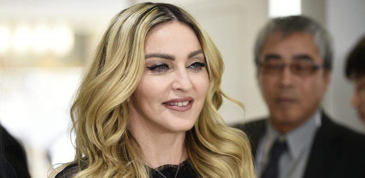 PFX074 TOKIO (JAPÓN), 25/01/2017.- Fotografía de archivo fechada el 15 de febrero de 2016 que muestra a la cantante estadounidense Madonna durante un evento en Tokio, Japón. Madonna solicitó hoy, 25 de enero de 2017, la adopción de dos niños más procedentes de Malaui. EFE/Franck Robichon