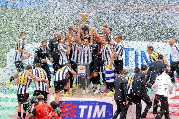 """Evra, de 35 años, llegó al Juventus procedente del Manchester United en 2014 y en los dos años y medio pasados en el club """"bianconero"""" logró dos dobletes (título liguero y Copa de Italia) y una Supercopa nacional. (Dreamstime)"""