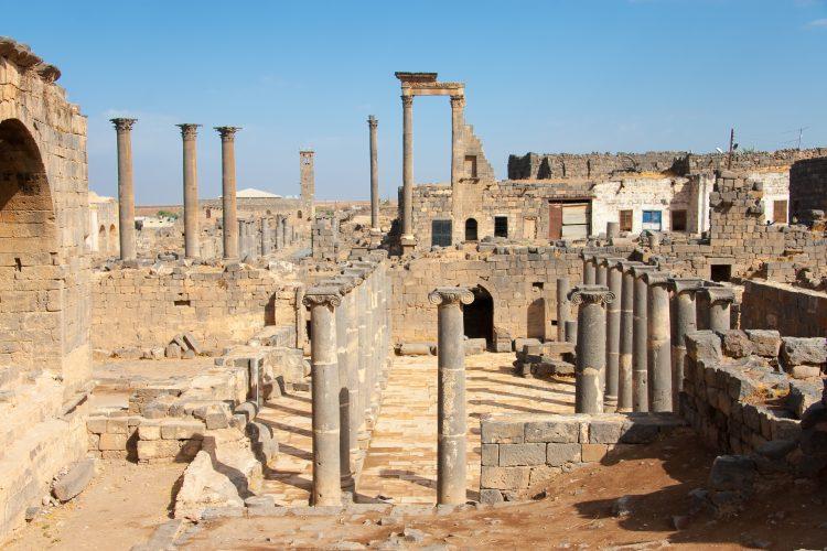 Salu detalló que actualmente las operaciones se centran en las inmediaciones de la población de Al Tabqa, al oeste de la urbe de Al Raqa, capital de la provincia homónima. (Dreamstime)