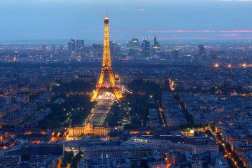 """Este grupo de intelectuales consideró el proyecto """"muy industrial"""" por el hierro utilizado y juzgó que rompía la cohesión arquitectónica del París de entonces, una ciudad de tonos blancos y claros. (Dreamstime)"""