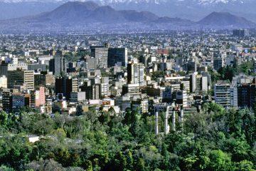 El aumento de entre 14 % y 20 % en el costo de las gasolinas y el diésel ha agravado la desventaja en ese terreno de las poblaciones fronterizas mexicanas frente a las localidades limítrofes estadounidenses. (Dreamstime)
