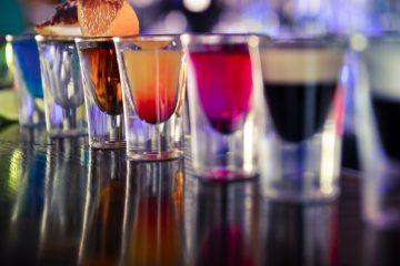 Además descubrieron que la actividad de las neuronas Agrp del hipotálamo es esencial en la sobreingesta de alimentos inducida por el etanol, uno de los componentes del alcohol, en ausencia de factores sociales que puedan inducir a comer en exceso. (Dreamstime)