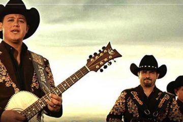 """Cabe destacar que la canción  """"Amar a mi nivel"""" forma parte del nuevo disco de Los Huracanes del Norte –el número 66 de su discografía- grabado en los Estudios Sand Hills de la ciudad de Portales, Nuevo México"""