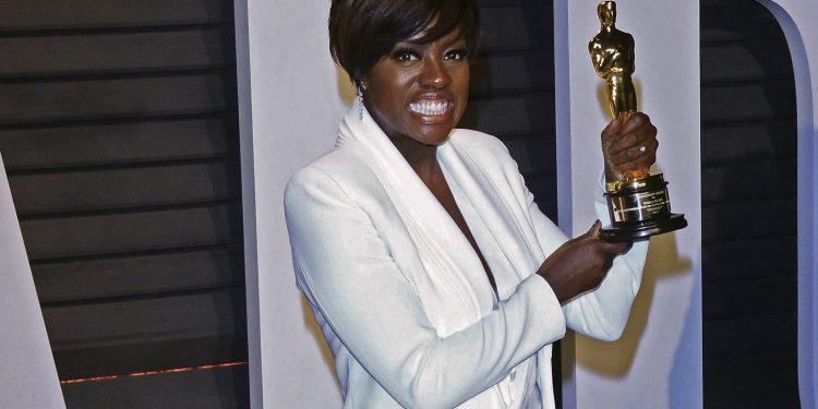 Charlize-Theron-1-1-750x375 La gala de la 89 edición de los Óscar fue la pasarela mas destacada del mundo