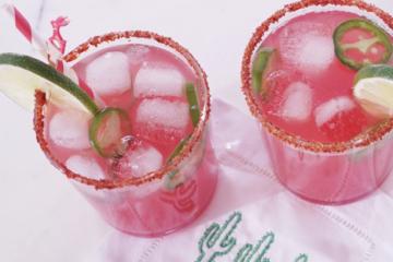 Disfruta este delicioso cocktail en un vaso corto.  (Cortesía hunter pr)