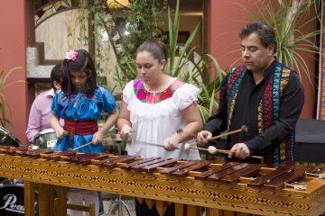 Este instrumento está compuesto de unas 78 teclas que al golpearlas con baquetas transmiten el sonido a su correspondiente resonador de jícara, construido de bambú, madera o metal. (Dreamstime)
