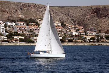 Los competidores se disputarán la victoria en cuatro clases: Clase 420 con cuatro barcos en competencia y ocho veleristas (dos por embarcación); Laser con 16 botes (4.7 y Radial), Optimist (Avanzado y Verde) con 56 jóvenes en sus pequeñas naves y Sunfish con 14 barcos inscritos. (Dreamstime)