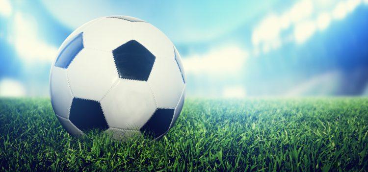 La Federación Escocesa (SFA) confirmó a última hora del jueves que recurrirá la sanción de la FIFA de 20.000 francos suizos por lucir la amapola en los brazaletes durante el partido de clasificación para la Copa del Mundo frente a Inglaterra, en una fecha que coincidió con el fin del conflicto. (Dreamstime)