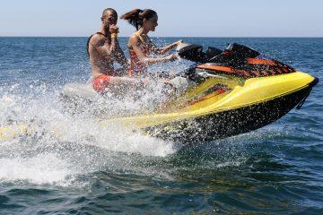 """""""Escuchamos a una persona decir que había encontrado una moto de agua con daños graves. Nos personamos en el lugar y comprobamos que se trataba de un accidente de jet ski y encontramos a la víctima en el agua"""", señaló Robert Costa, portavoz de los bomberos del condado de Miami-Dade, según recogió el canal WSVN. (Dreamstime)"""