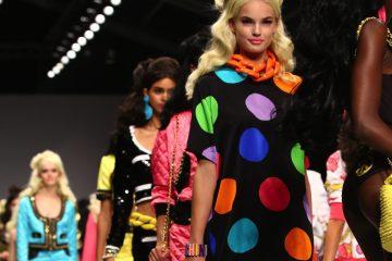 La firma de la diseñadora italiana Donatella Versace llevó hasta la pasarela milanesa una colección llena de elegancia, con vestidos muy femeninos y con transparencias que también dejaron entrever un lado más atrevido para su apuesta para el próximo otoño/invierno 2017 (Dreamstime)