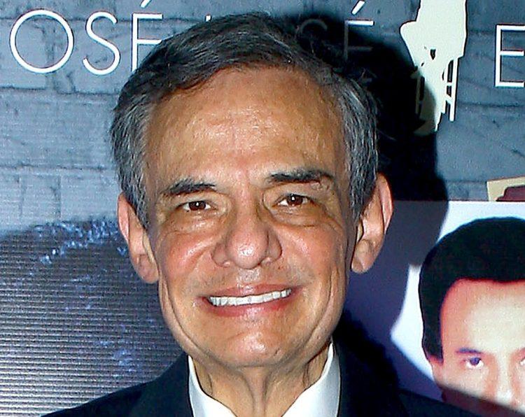 José José es considerado uno de los máximos representantes de la canción romántica en Latinoamérica y a lo largo de su trayectoria de 54 años, que incluye películas y telenovelas, ha grabado más de 400 temas y rebasado los 50 millones de discos vendidos (Univision)