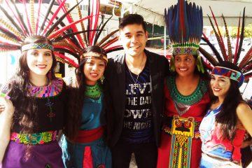 """Marzo 13,2017 - Xuco, el cantautor mexicano intérprete del tema """"Gracias"""" llego con toda la energía del mundo y acompañado de un cuerpo de baile al gran carnaval Calle Ocho de la ciudad de Miami"""